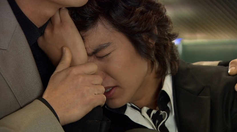Manager Jung comforts Jun-pyo Boys Over Flowers episode 15