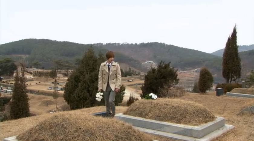 Ji-hoo at his parents' graves Boys Over FLowers episode 16