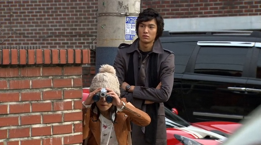 Jan-di and Jun-pyo spying in Boys Over Flowers episode 16