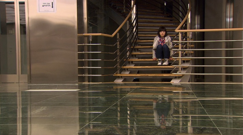 Boys over Flowers Jan-di sulks on the stairs episode 18