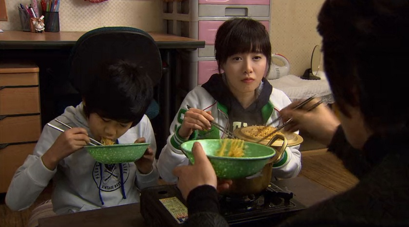 Jan-di, Kang-san, and Jun-pyo eating noodles in Boys Over Flowers episode 18