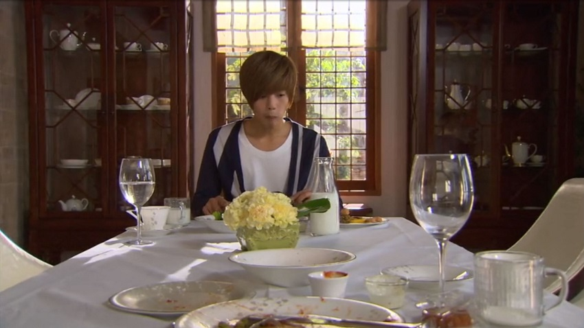 Ji-hoo eats alone in Boys over Flowers